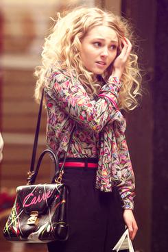 Reparem na tal bolsa e no cabelo simplesmente fabulosa ...